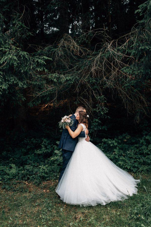 Bildstein Paarshooting Brautpaar Umarmung